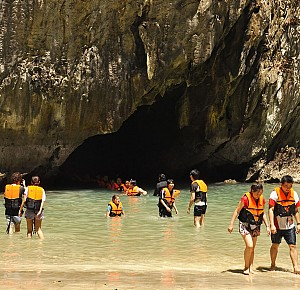 Emerald Cave and 3 islands of Trang One Day Tour by Speedboat